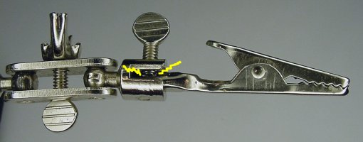 The Helping Hands thumb screw bends the barrel of the alligator clip.
