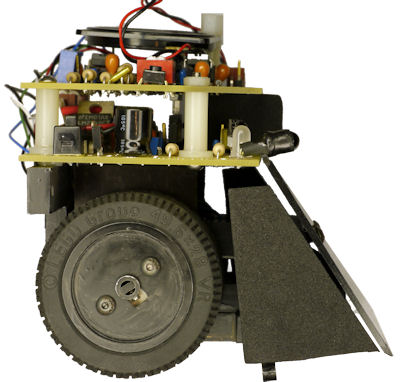 Roundabout sumo robot has most of the mass over the wheels